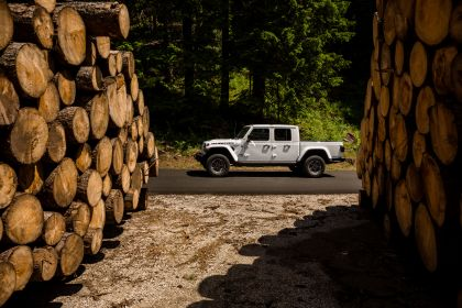 2020 Jeep Gladiator - Europe version 19