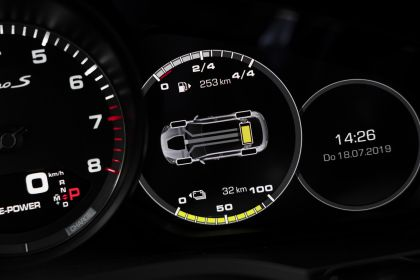 2020 Porsche Cayenne Turbo S E-Hybrid 26