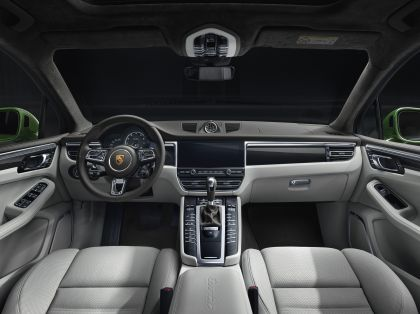 2020 Porsche Macan Turbo 4