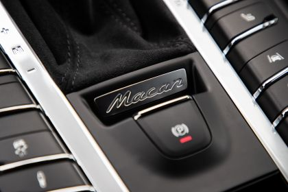 2020 Porsche Macan Turbo 74