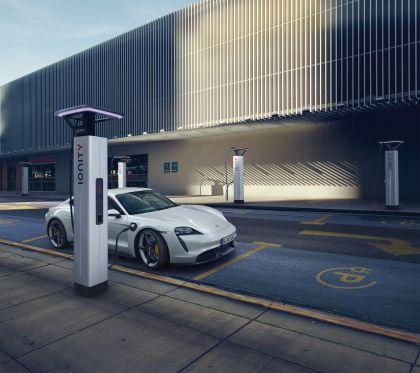2020 Porsche Taycan turbo S 8
