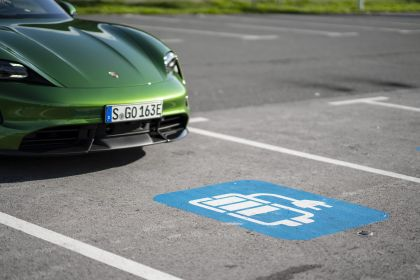 2020 Porsche Taycan turbo S 434