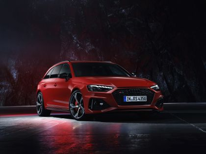 2020 Audi RS 4 Avant 33