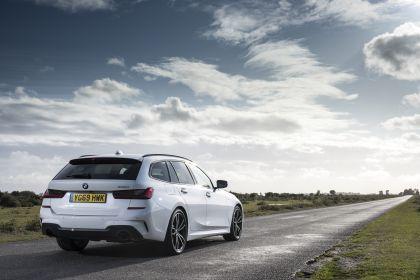 2020 BMW 330i ( G21 ) xDrive touring - UK version 3