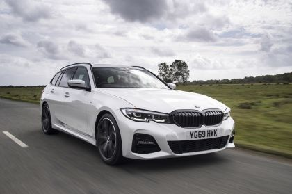 2020 BMW 330i ( G21 ) xDrive touring - UK version 4