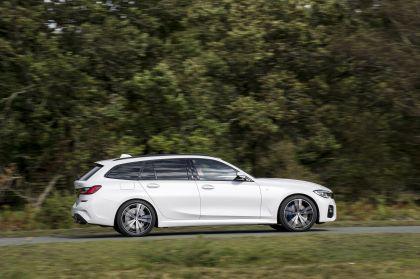 2020 BMW 330i ( G21 ) xDrive touring - UK version 17