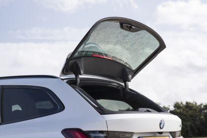 2020 BMW 330i ( G21 ) xDrive touring - UK version 26