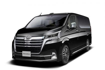 2020 Toyota GranAce 1