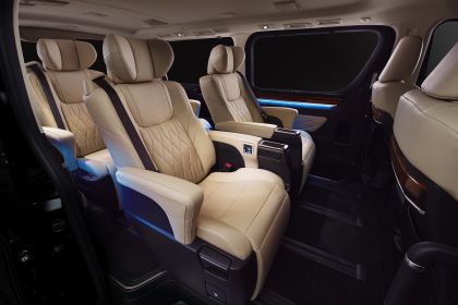 2020 Toyota GranAce 8