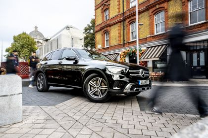 2019 Mercedes-Benz GLC 220d 4Matic - UK version 1