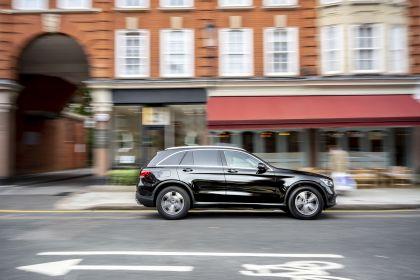 2019 Mercedes-Benz GLC 220d 4Matic - UK version 3