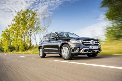 2019 Mercedes-Benz GLC 220d 4Matic - UK version 29