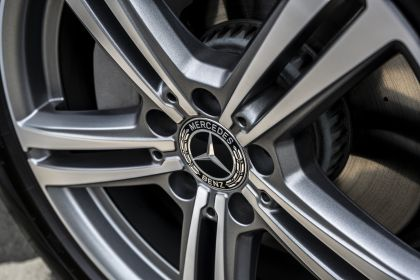 2019 Mercedes-Benz GLC 220d 4Matic - UK version 69
