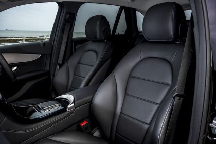 2019 Mercedes-Benz GLC 220d 4Matic - UK version 73