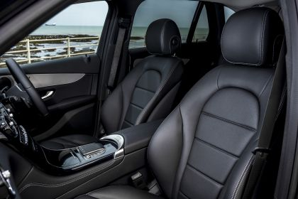 2019 Mercedes-Benz GLC 220d 4Matic - UK version 74