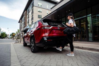 2021 Toyota RAV4 Prime XSE 32