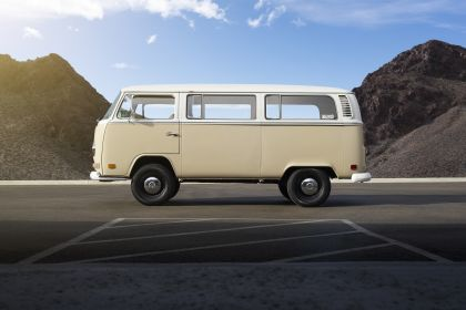 2019 Volkswagen Type 2 Bus Electrified concept 5