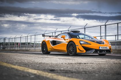 2020 McLaren 620R 23