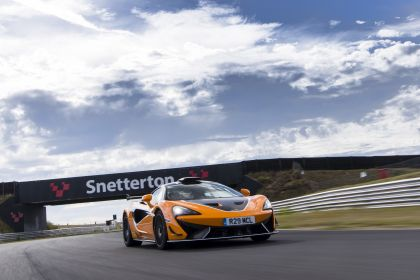 2020 McLaren 620R 39