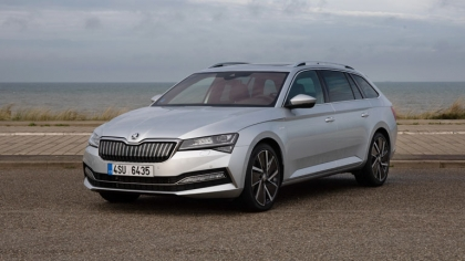 2020 Skoda Superb iV Combi 9