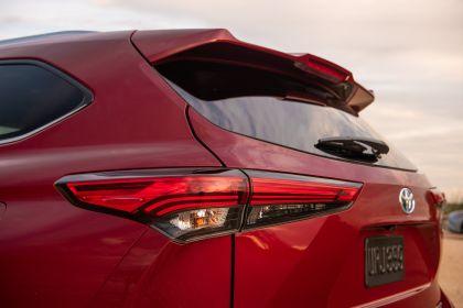 2020 Toyota Highlander Platinum Hybrid AWD 13
