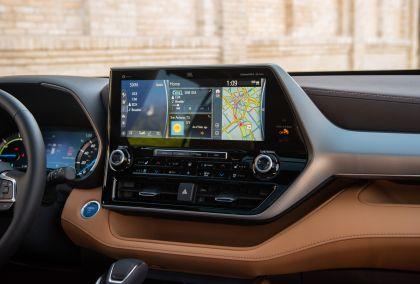 2020 Toyota Highlander Platinum Hybrid AWD 22