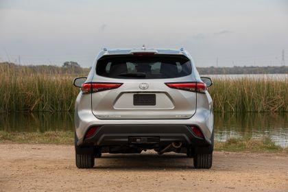 2020 Toyota Highlander XLE FWD 18