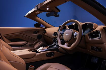 2021 Aston Martin Vantage roadster 11