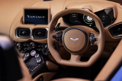 2021 Aston Martin Vantage roadster 13