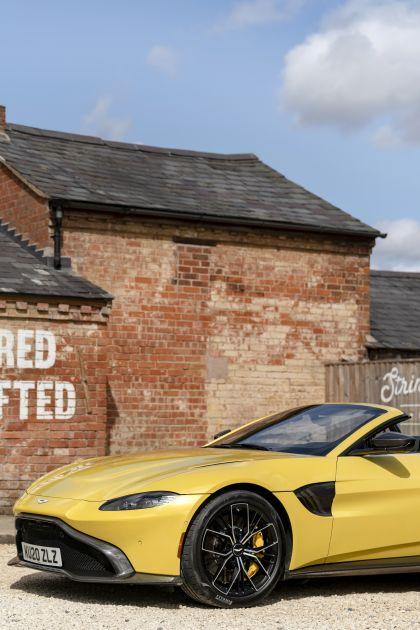 2021 Aston Martin Vantage roadster 25