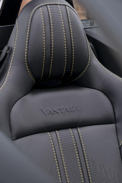 2021 Aston Martin Vantage roadster 35