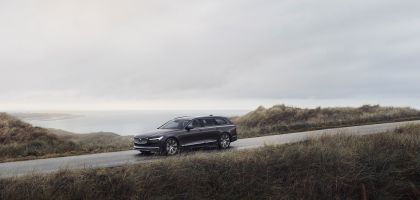 2020 Volvo V90 T8 AWD Recharge 1