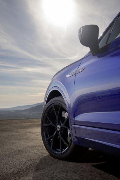 2020 Volkswagen Touareg R 12