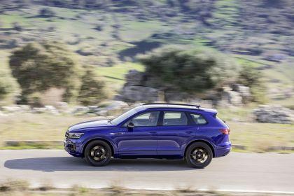 2020 Volkswagen Touareg R 27