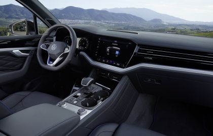 2020 Volkswagen Touareg R 43