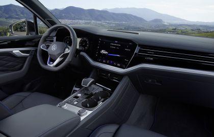 2020 Volkswagen Touareg R 44
