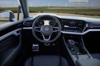 2020 Volkswagen Touareg R 46