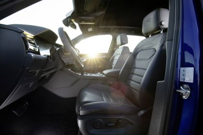 2020 Volkswagen Touareg R 48