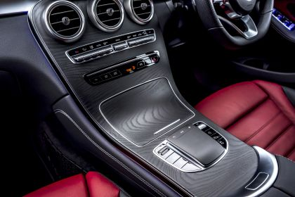 2020 Mercedes-Benz GLC 300 4Matic coupé - UK version 47