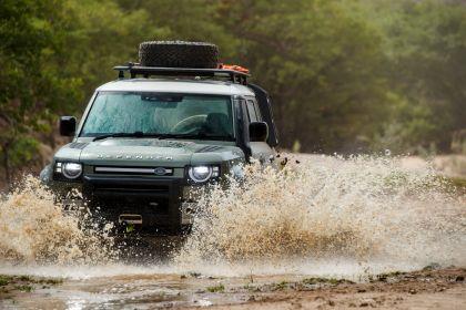 2020 Land Rover Defender 110 - UK version 19
