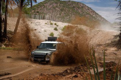 2020 Land Rover Defender 110 - UK version 21