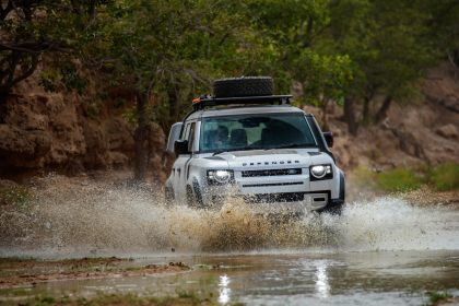 2020 Land Rover Defender 110 - UK version 23