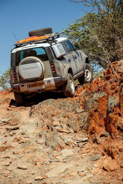 2020 Land Rover Defender 110 - UK version 32