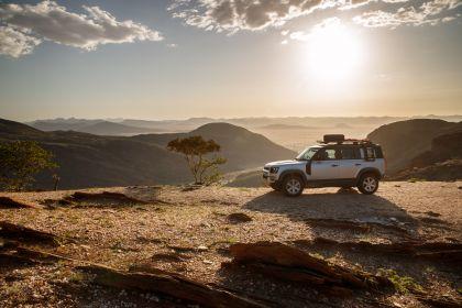 2020 Land Rover Defender 110 - UK version 36
