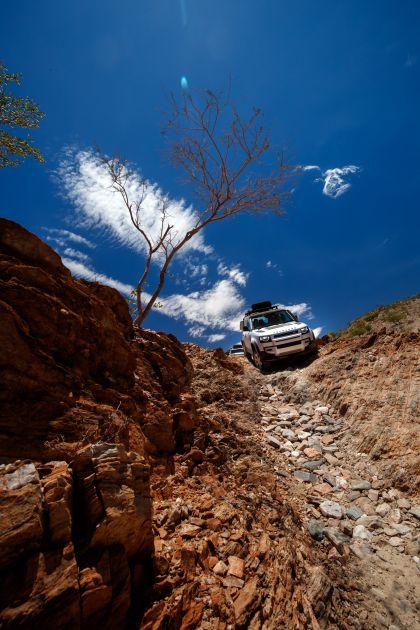 2020 Land Rover Defender 110 - UK version 44