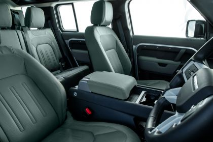 2020 Land Rover Defender 110 - UK version 112