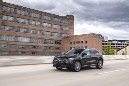 2021 Mercedes-Benz GLA 250 4Matic - USA version 21
