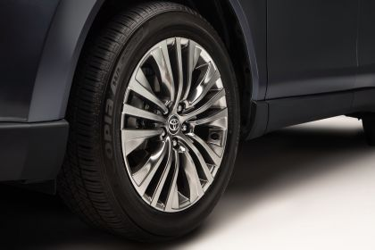 2021 Toyota Venza Limited 11