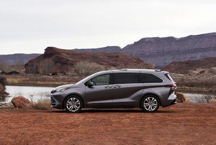 2021 Toyota Sienna Platinum 2