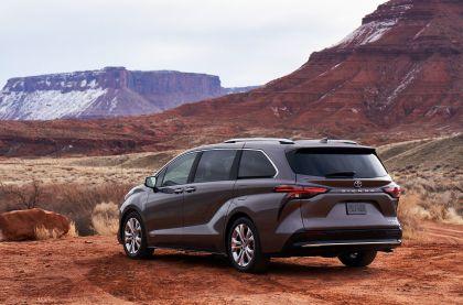 2021 Toyota Sienna Platinum 3